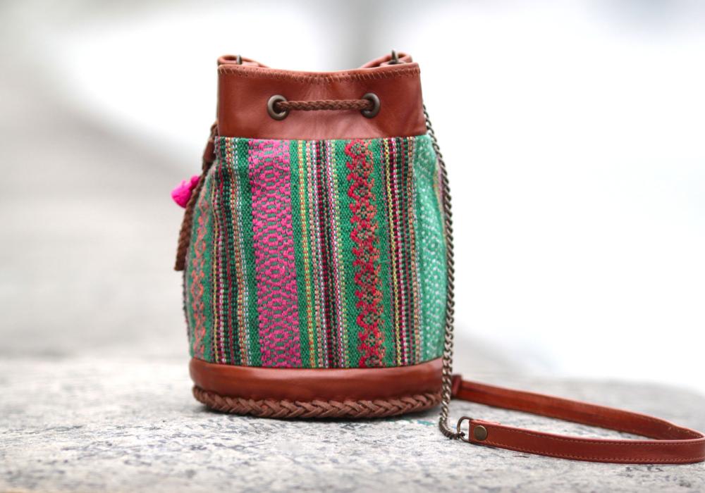sac-camel-tissu-vert-sur-les-quais